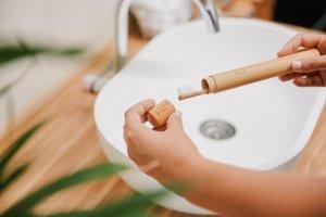 Hydrophil Zahnbürste aus Bambus